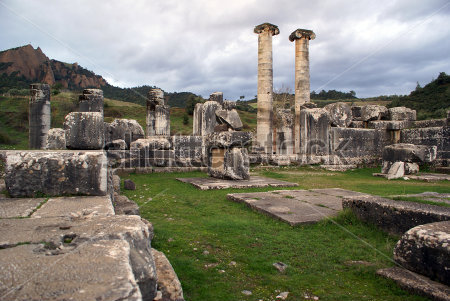 columns-and-ruins-of-artemis-temple-in-sardis-turkey_27024976