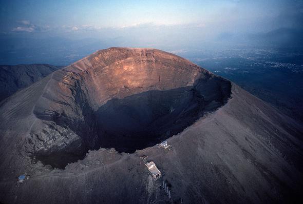 volcano-eruption-in-rome-622804